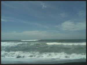 Ombak yang besar jadi ciri khas pantai selatan